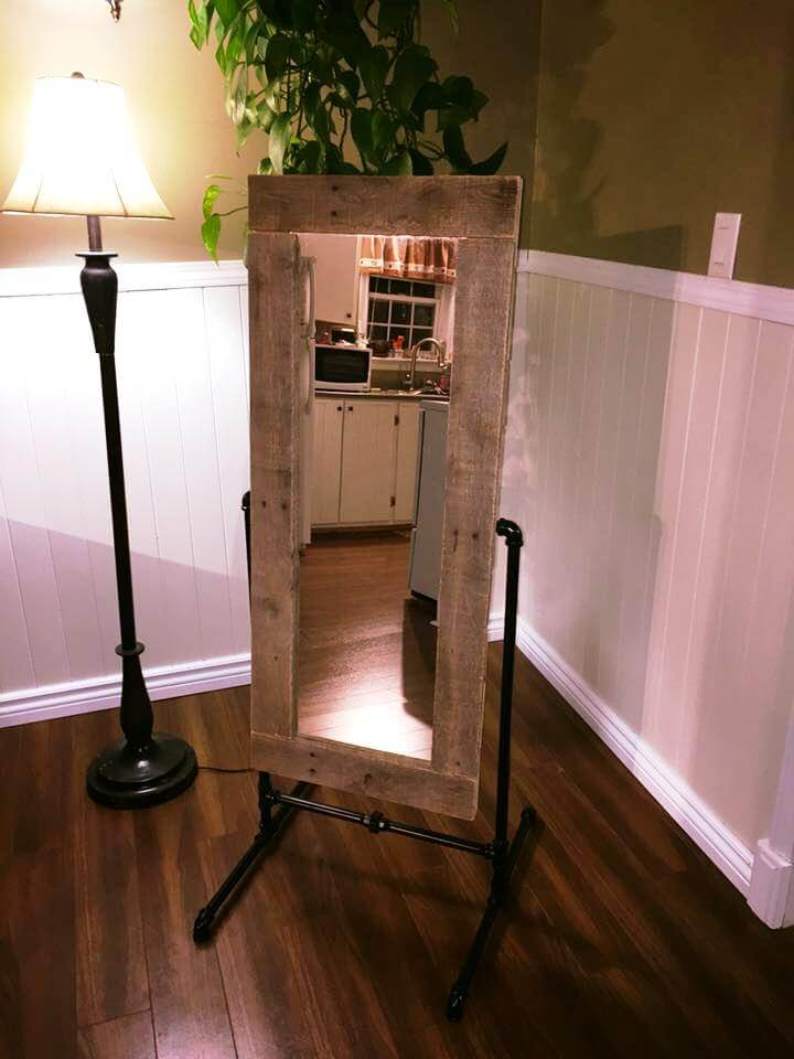pallet standing mirror with metal pipe base